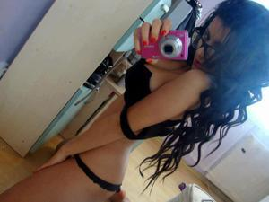 Sherika from Williamsburg, Virginia is looking for adult webcam chat